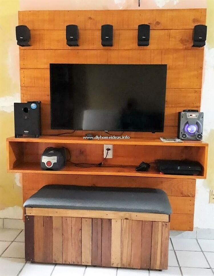 Pallet Media Unit and Seat