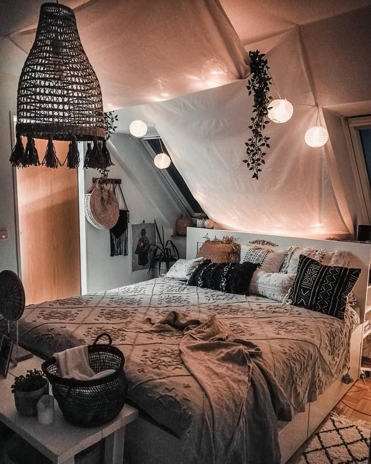 Charming Bohemian Bedroom Decor (14)