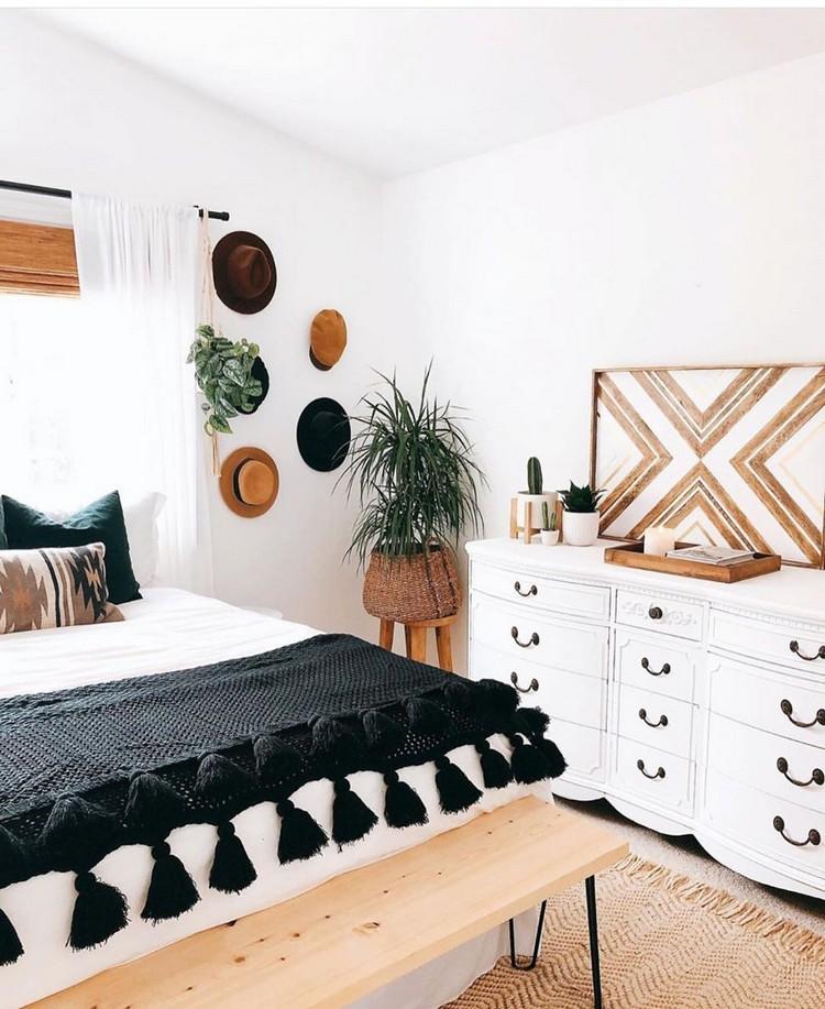 Charming Bohemian Bedroom Decor (8)